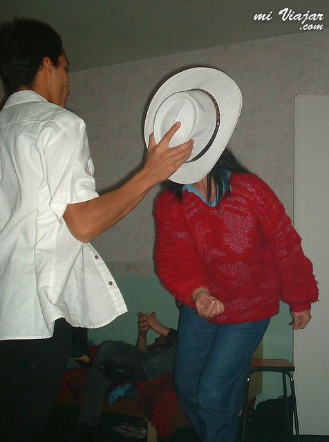 costumbres colombianas. Bailar en la casa