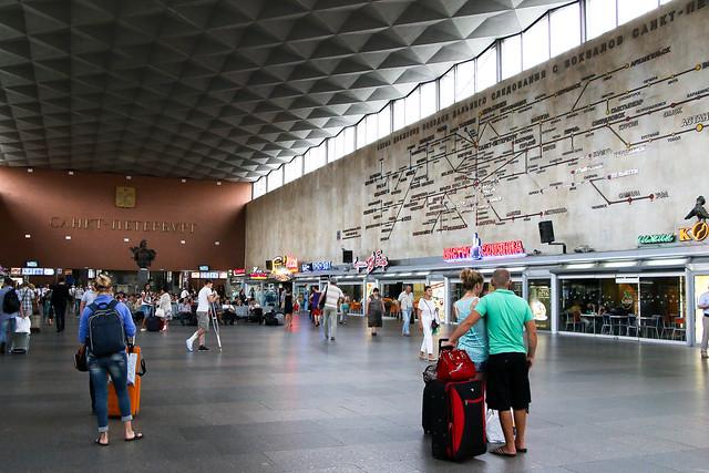 Hall of Moskovsky railway station, Saint Petersburg, Russia サンクトペテルブルク、モスクワ駅のホール