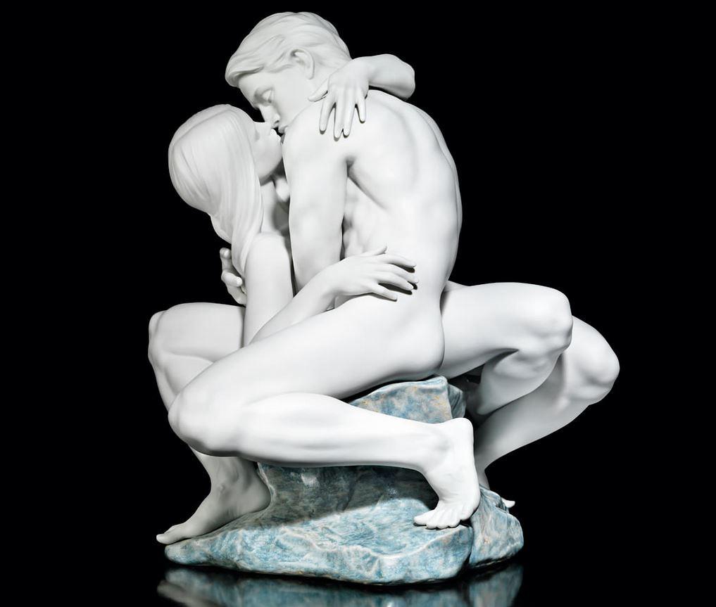 Lladro 08727 PASSIONATE KISS