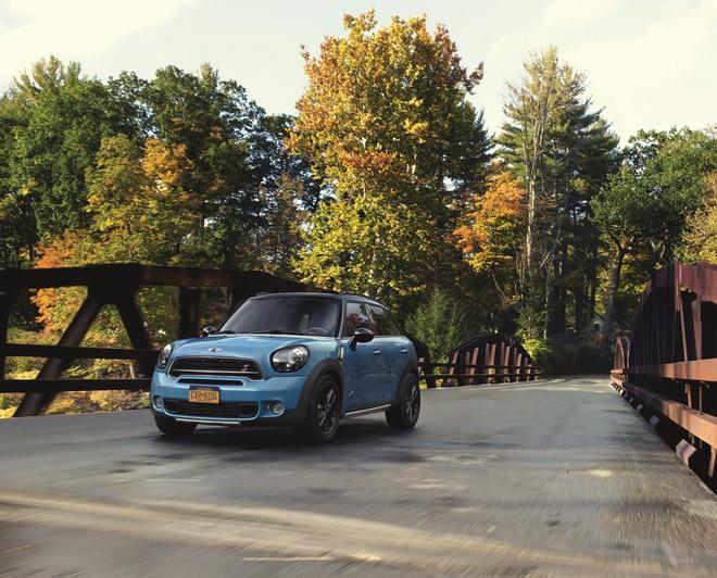 【新聞照片一】MINI原廠設計團隊推出夏日風格的全新Kite Blue車色