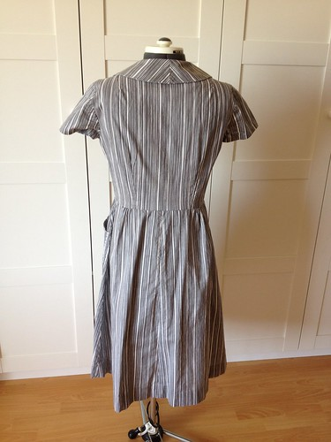 gray Butterick 9542 back view
