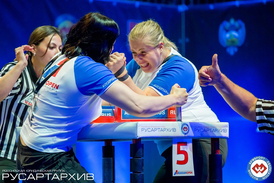 Irina Makeeva vs. Alina Samotoy - left hand │A1 RUSSIAN OPEN 2013, Photo Source: armsport-rus.ru