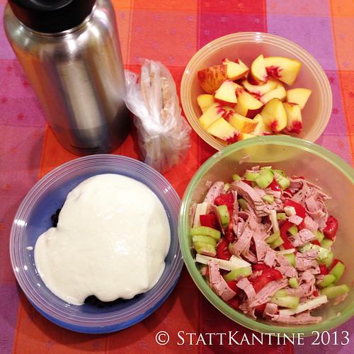 20.09.2013 Stattkantine - Wurstsalat, Heidelbeer-Joghurt, Pfirsich