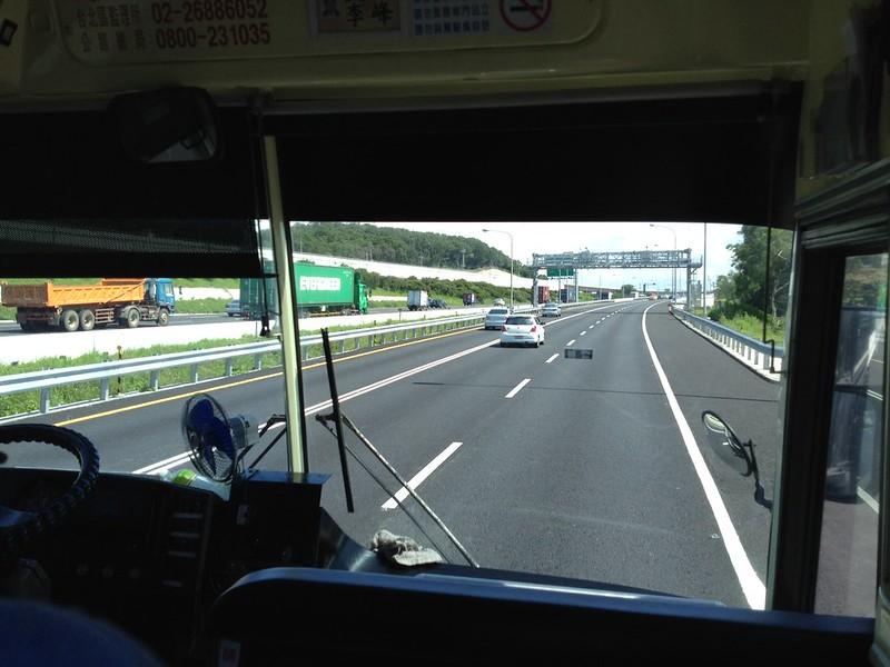 高速道路を順調に走る國光客運バス by haruhiko_iyota