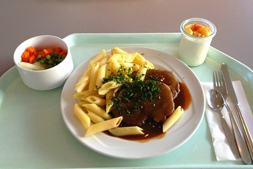 Rinderbraten in Rotweinsauce mit Butternudeln / Beef roast with red wine sauce and butter noodles