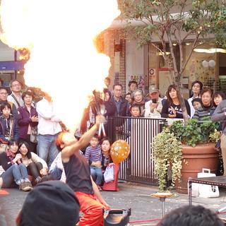 火を噴く。商店街の非日常。
