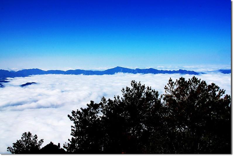 阿里山群脈(望鄉山遠眺西南向)