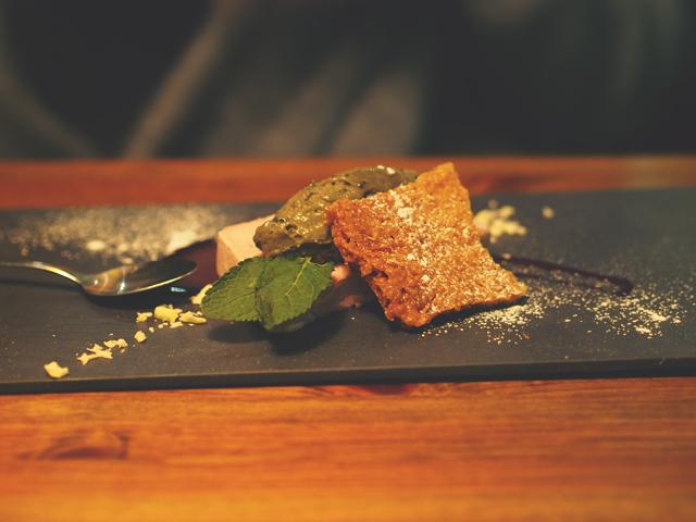 vadelmajäädyke lakritsimoussella roast