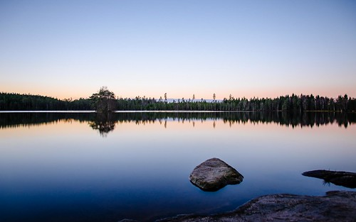longexposure morning blue trees sunset sky sunlight lake water forest sunrise reflections island rocks day sweden small swedish clear greyfilter fritsla furusjön