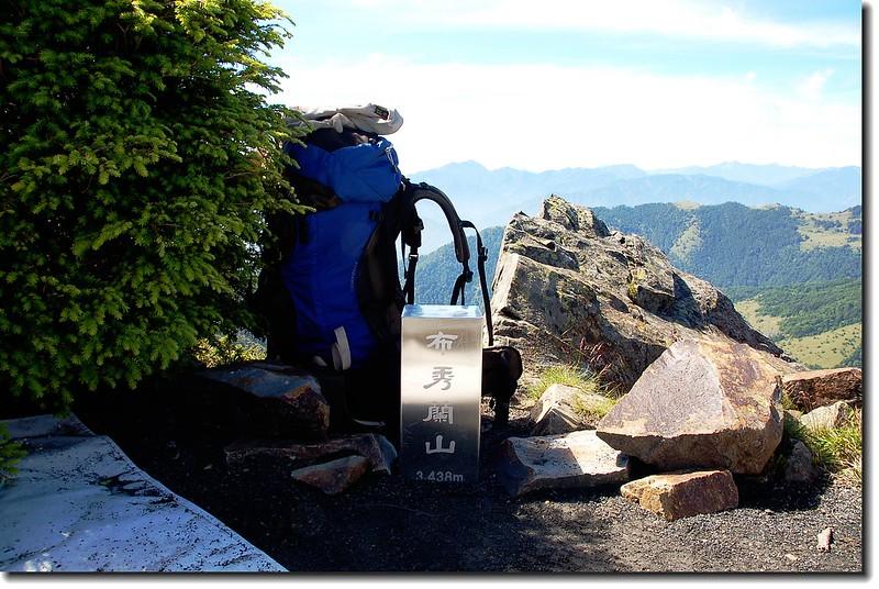 布秀蘭山不鏽鋼標柱(Elev.  3428  m)