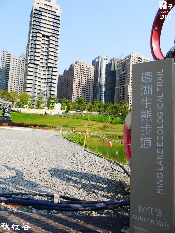 11268140633 1258cde842 b - 秋紅谷廣場,獨特的下凹式生態景觀公園,台中新一代的熱門景點。