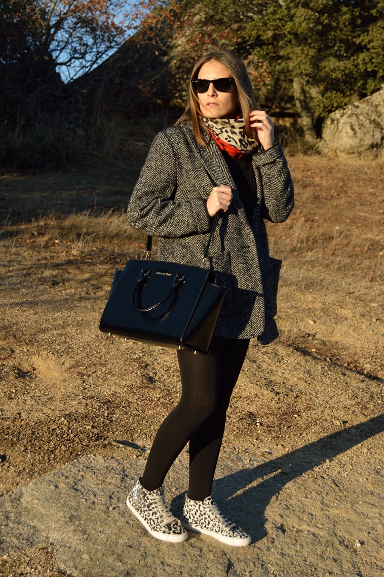 lara-vazquez-madlulablog-fashion-style-chic-casual-sport-look-black-outfit
