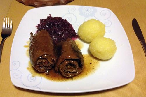 Rinder-Rouladen mit Rotkohl & Klößen / Beef roulades with red cabbage & dumplings