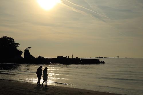 people beach silhouette couple dusk peaceful seashore 2015 wintersea