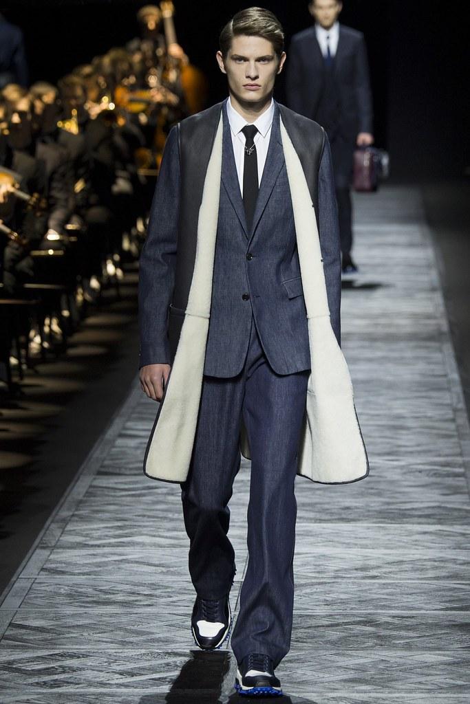 FW15 Paris Dior Homme017_Janek Chrabaszcz(VOGUE)