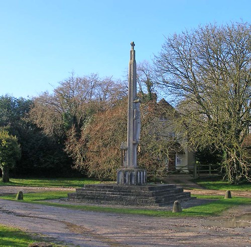 War Memorial Briantspuddle 2