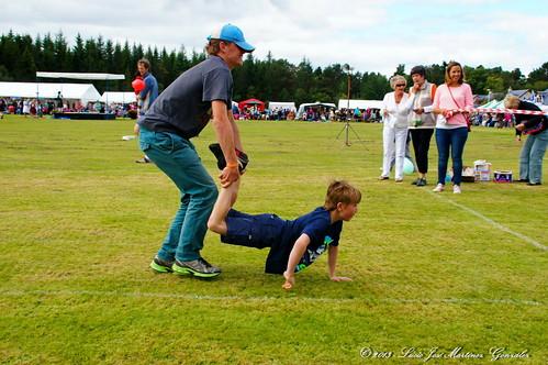Nethy Bridge: Highland Games:Children'events: wheelbarrow race serie:
