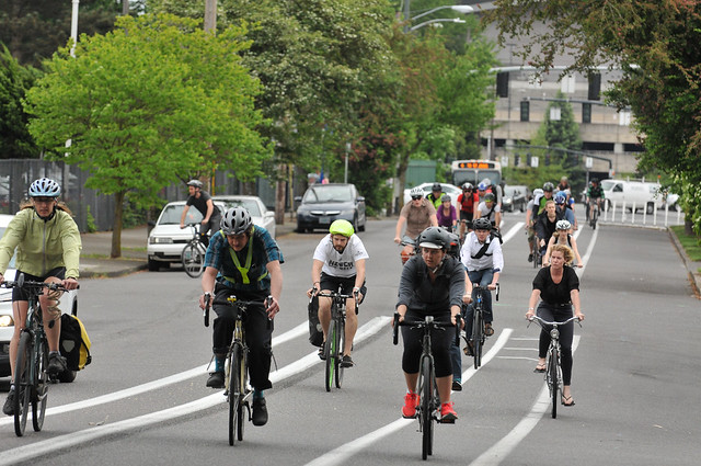 Bike traffic on N Williams Ave-11.jpg