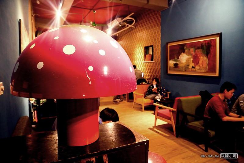 台北咖啡館:NOTCH咖啡工場【台北咖啡館】,台北車站不限時間、可久坐、看書,有提供網路wifi上網、插座充電的咖啡館推薦