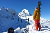 Grundkurs Skitouren. Leichtes Skitourengelände für Einsteiger unterhalb der formschönen Alpspitze, 2628 m. Foto: Günther Härter.