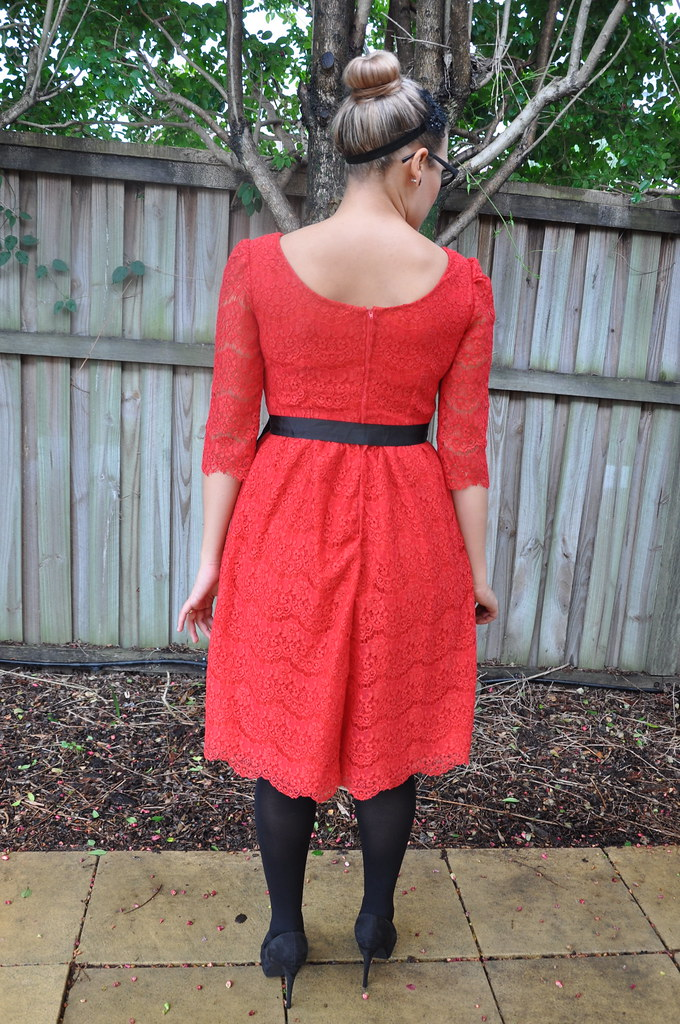 red scalloped lace dress new look 6723 vintage simplicity 5343 gathered skirt