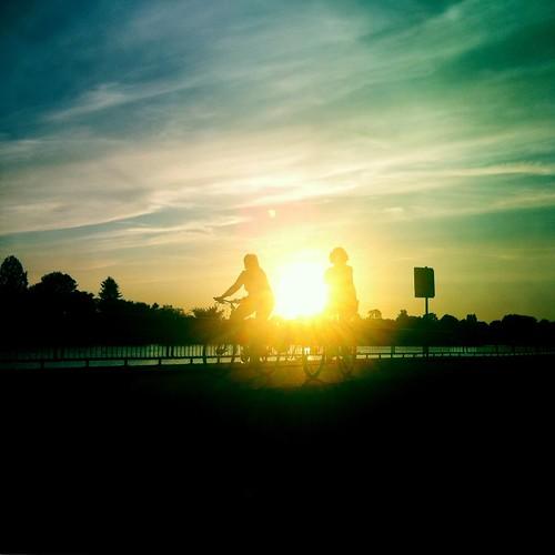 sunset germany sonnenuntergang bikes bremen weser radtour fahrräder abendsonne weserufer