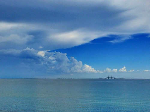 Is the cloud front coming or going over Sunshine Skyway Bridge #TampaBay #StPete #Wx