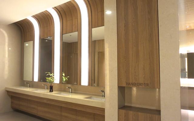 Shangri-La East Wing restroom