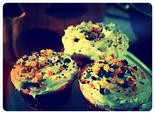 ☆ My Pumpkin is eating my Halloween Cupcakes ...