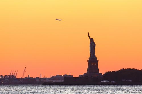 nyc sunset usa newyork fall unitedstatesofamerica bigapple coucherdesoleil libertystatue étatsunis 2013 étatdenewyork canoneos5dmarkiii