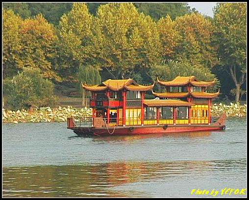 杭州 西湖 (其他景點) - 245 (在西湖十景之 蘇堤上的誇虹橋望向西湖 背景是孤山)