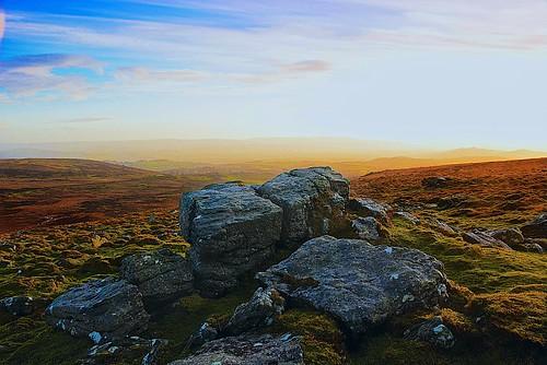 uk sunrise trekking dawn day cloudy earlymorning tor storms dartmoor firstlight breakinglight baronland blinkagain
