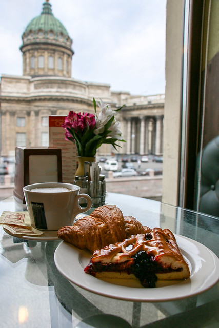 Kazan Cathedral view from a cafe, Saint Petersburg, Russia サンクトペテルブルク、カフェの窓から見たカザン聖堂