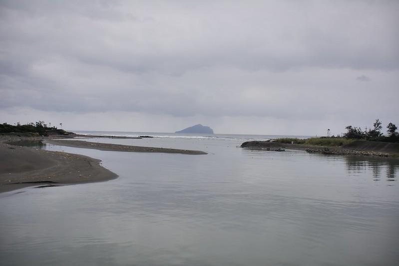 竹安橋遠眺龜山島