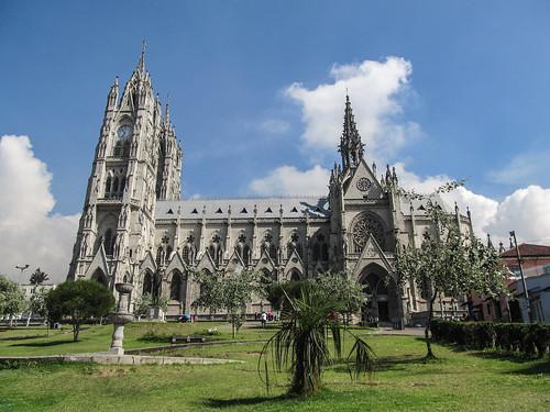 Quito: la Basilica del Voto Nacional, construit par un Français