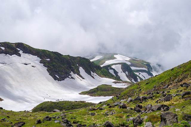 千蛇谷の大きな雪渓を下る