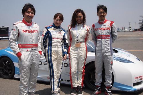 左から松田次生選手、井原慶子選手、クリスタル・ケイさん、柳田真孝選手