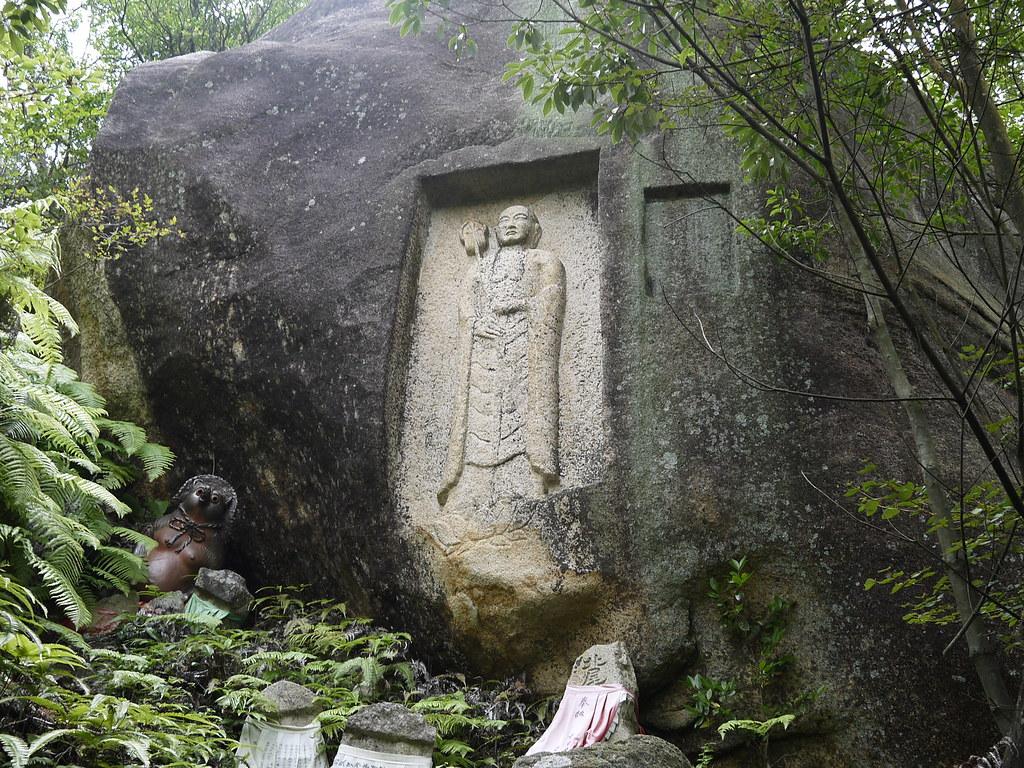 クツを履いた仏陀(龍門と三上山)