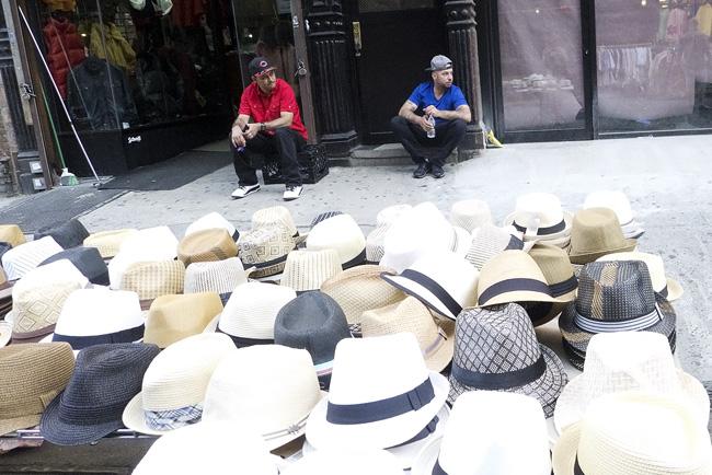 Hats, LES