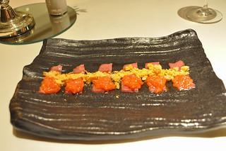 Usuzukuri de toro con pan y tomate