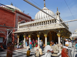 Listen to Qawallis at Nizamuddin's Dargah - Things to do in New Delhi