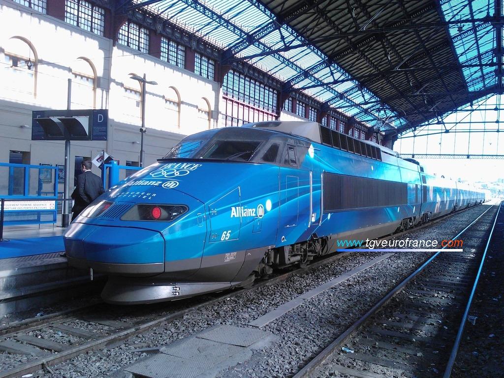 Le TGV Allianz à quai voie D dans la gare marseillaise