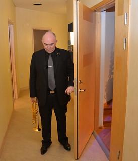 Brassbandfestivalen 2013 - James Morrison väntar på sin entré (Foto: Olof Forsberg)