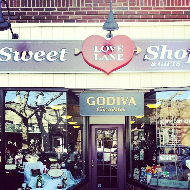Love Lane Sweet Shoppe Mattituck #shopsmallsaturday #shoplocal #shopsmall #eastend #LI  #peconic