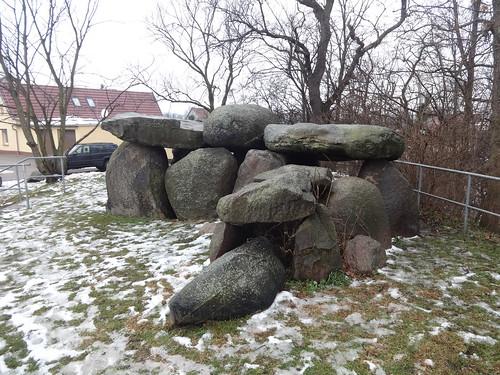 Wulfen Großsteingrab der Jungsteinzeit 2.700-2.300 v.Chr. Hoher Berg in 06369