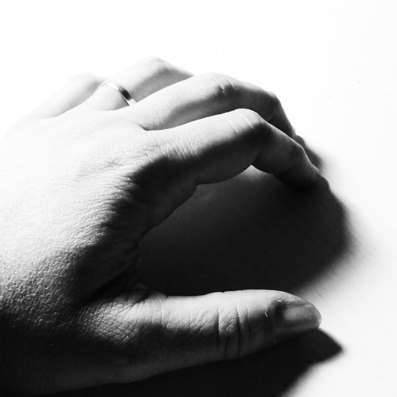 la mano...