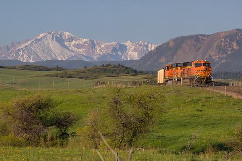 railroad train colorado greenland ge bnsf pikespeak generalelectric rampartrange coaltrain es44ac jointline bnsf6075 greenlandopenspace
