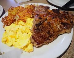 傳說中的 #dennys #tbonesteak  with #eggs #potato  果然煎牛排,單加點鹽就很棒了