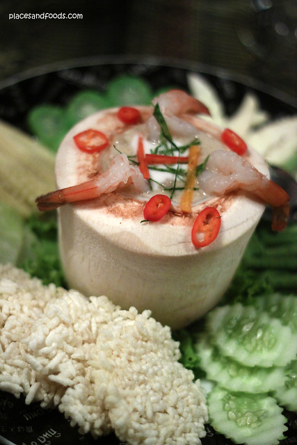 supatra Soy bean paste with shrimp served with rice cracker and vegetables