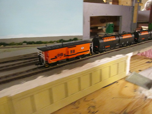 A moving Indiana Harbor Belt train in H.O Scale. by Eddie from Chicago